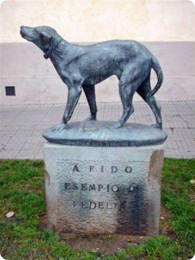Памятник псу по кличке Фидо