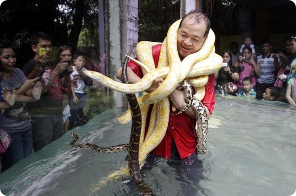 Эммануэль Тангко и его змеи!