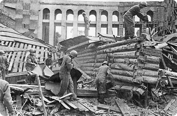Руины слоновника. 1941 год.