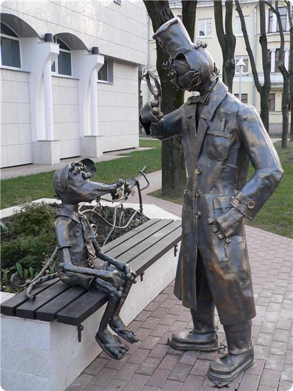 Памятник «Кот и мыши»
