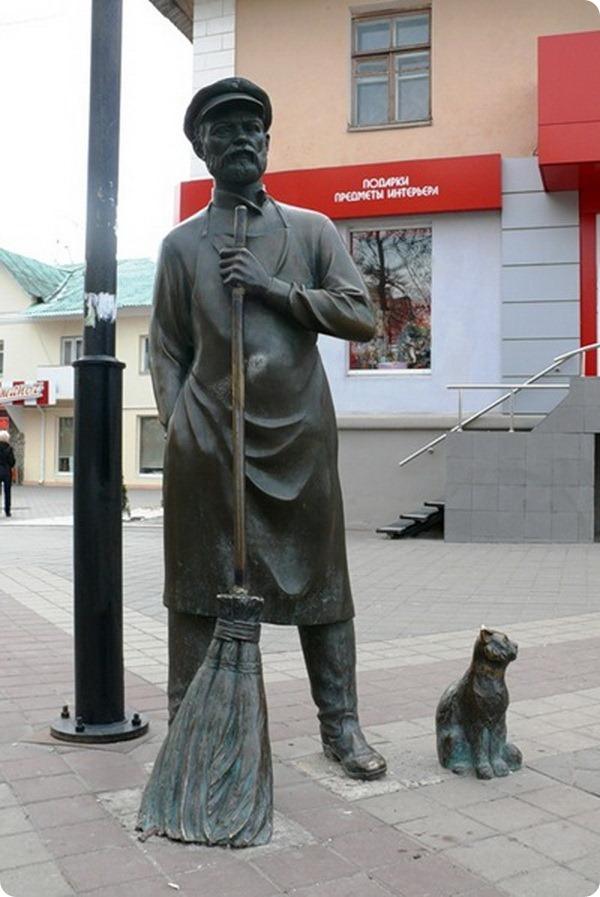 Памятник дворнику с котом
