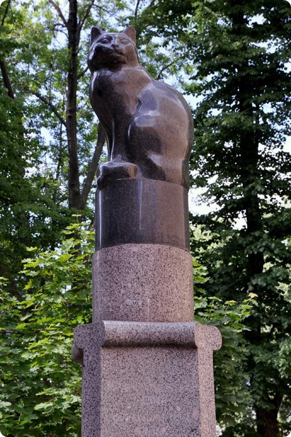 Памятник подопытной кошке